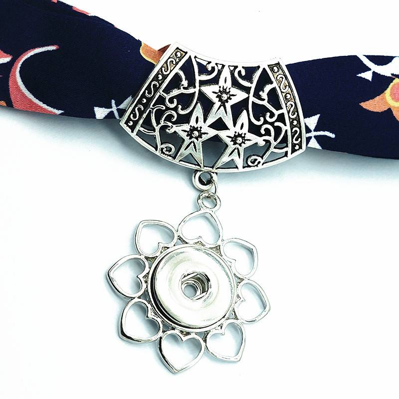 Hollow Stars Scarf Pendant With Snap Button
